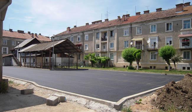 Parcare modernizată în cartierul de blocuri Uioara de Sus