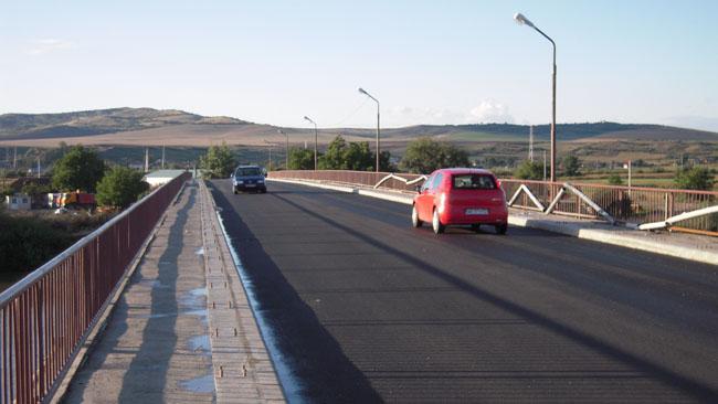 Podul rutier peste Mureş-2013-înainte de a fi montate balustradele